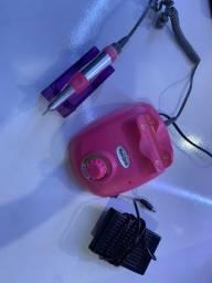 Lixa elétrica para unhas na cor rosa