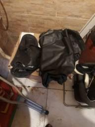 Vendo roupa e capacete de motoqueiro