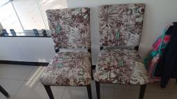 Vendo 11 cadeiras 6 com encosto de madeira e 5 estampadas