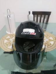 Vendo 2 capacetes um LS2 . outro mt helmets .luva texx