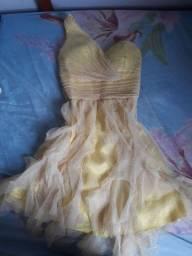 Vendo esse lindo vestido