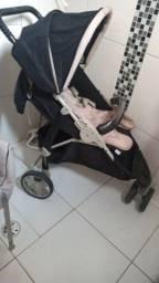 Carrinho de bebê, e bebê conforto