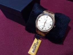 Vendo relógio Atlantis dourado