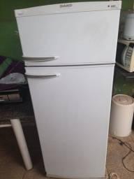 Vendo geladeira  dako