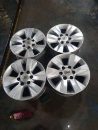 Rodas 17 originais Hillux com pneus