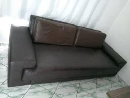 Sofá e painel de parede