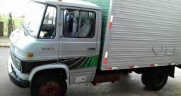 Caminhão 608 3/4 baú