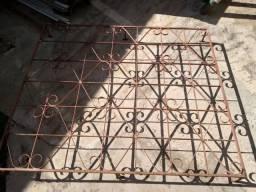 gradil de janela com porta de ferro R$300