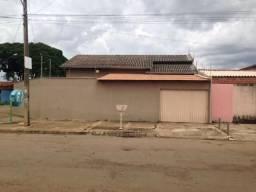 Casa confortável de 3 quartos, 1 suíte. Jardim Itaipu, Goiânia-GO