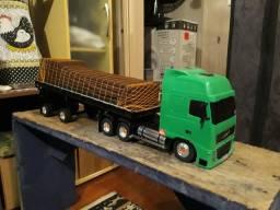 Miniatura carreta volvo FH.feita em madeira e plástico vários detalhes.