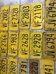 Antigas placas amarelas de veículos antigos