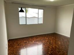 Alugo apartamento com dois quartos no Laranjeiras