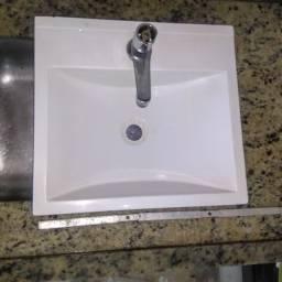 Cuba com torneira para pia de banheiro