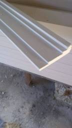 Instalação de molduras em gesso roda teto de fino acabamento