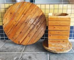 Mesa de palets envernizada ( Desmontável)