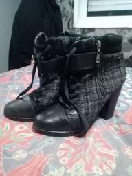 Calçados baratinhos 15,00 reais cada um