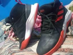 Tênis de Basquete Adidas 150$