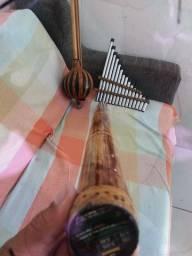 Pau de chuva, instrumento musical de percussão.