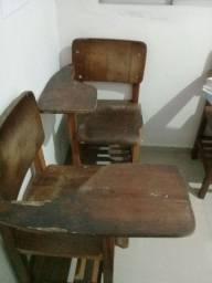 Biro escolar e cadeiras