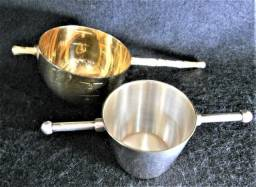Conjunto de 2 Dosadores para Bebidas Antigos em Prata e Metal Dourado