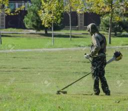 Trabalho limpiado quintal *