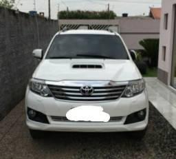 Toyota Hilux SW4 automático ano:2013