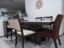 Mesa com as cadeiras