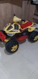 Quadriciculo motorizado infantil