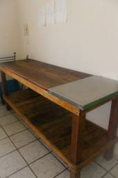 Mesa/Aparador em Madeira de demolição e tábua de inox