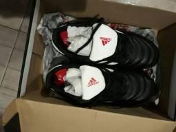 Chuteira Adidas toda no couro!