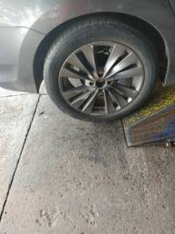 Vende-se conjunto de 4 rodas e pneus aro 17 de liga leve