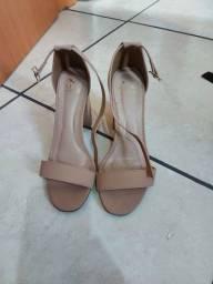 Sandálias novas .e  sapatos usados mas conservados .