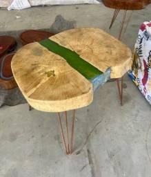 Mesa de canto detalhe em resina