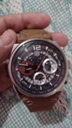 Relógio usado pra vender logo 200