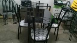 Mesa de vidro temperado e 4 cadeiras