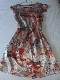 Vestido em Seda florida. Tamanho G