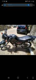 Vendendo uma moto Honda boa conservada