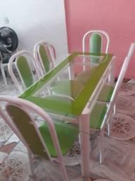 Mesa de vidro com 6 cadeira
