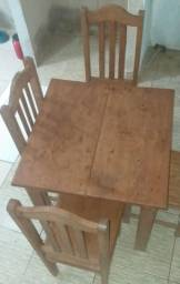 Mesa em madeira de lei *