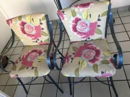 Vendo duas cadeiras de ferro