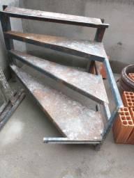 Escada de ferro 4 degraus