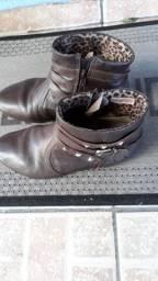 Vendo esta bota marrom N 38