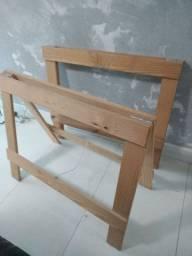 Dois cavaletes de madeira em excelente estado
