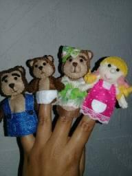 Dedoches Cachinhos Dourados e os três Ursos