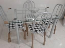 Mesa de jantar com tampo em vidro 4 Cadeiras nova