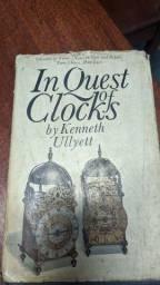 Livro antigo sobre relógios 1950
