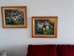 3 quadros pintados a mão mais mesinha