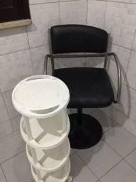 Cadeira e carrinho para salão  de beleza