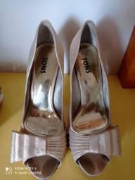 Sapato fourado