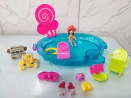 Polly Pocket na piscina.